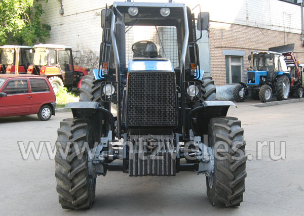 Трактор МТЗ Л1221