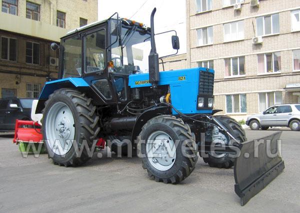 Коммунально-уборочная машина КМ-82БР